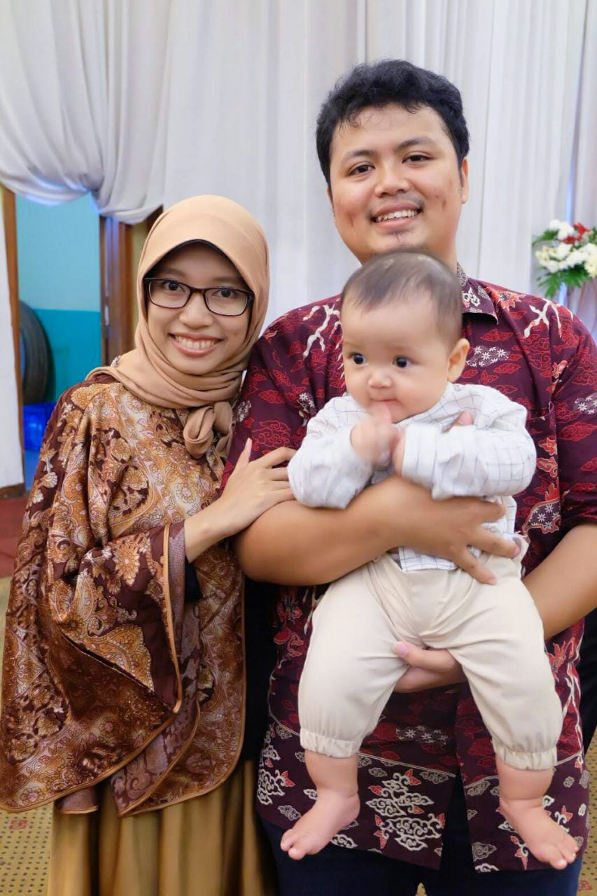 Zahra - and Indonesian doula and childbirth educator, and her family.